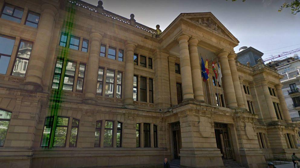 Seis años de cárcel a un hombre que abusó de su hija adoptiva en Gipuzkoa