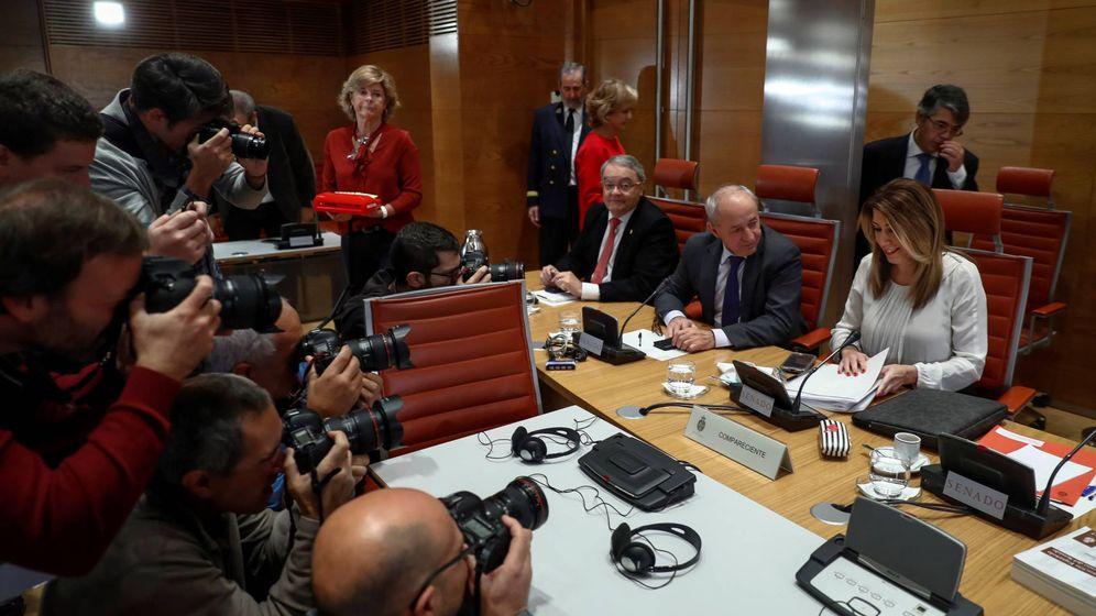 Foto: La presidenta de la Junta, Susana Díaz, durante su comparecencia ante la comisión de investigación de la financiación de los partidos políticos del Senado. (EFE)