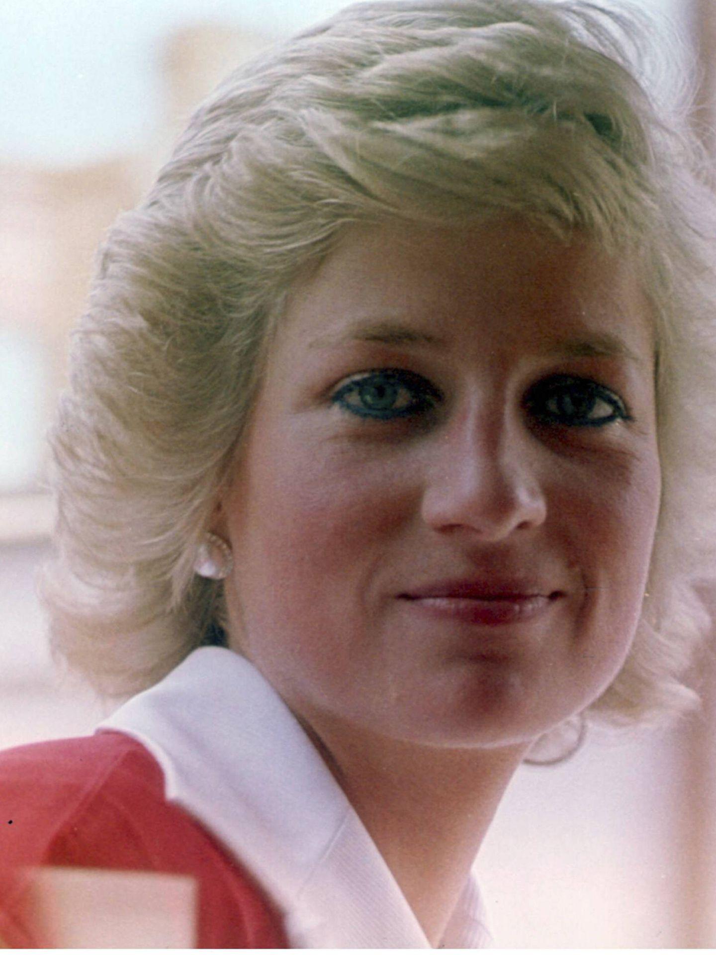 Lady Di, con su inseparable lápiz de ojos azul. (Getty)