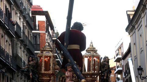 La cruz de Jesús del Gran Poder se rompe al chocar con un semáforo en Madrid