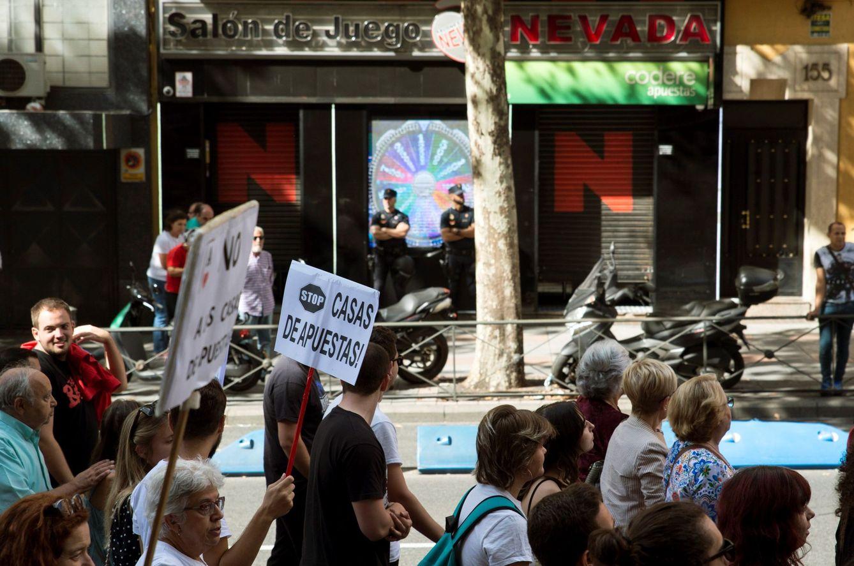 Foto: Una manifestación en 2019 contra la proliferación de las casas de apuestas. (EFE)