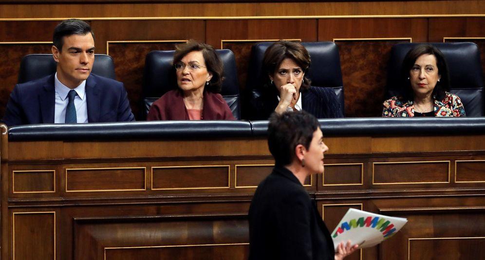 Foto: La portavoz de EH Bildu en el Congreso, Mertxe Aizpurua,pasa delante de los escaños del Gobierno. (EFE)