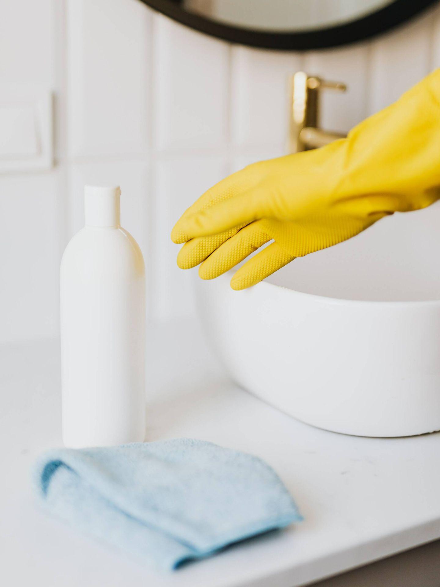 Claves para limpiar baños y azulejos. (Karolina Grabowska para Pexels)