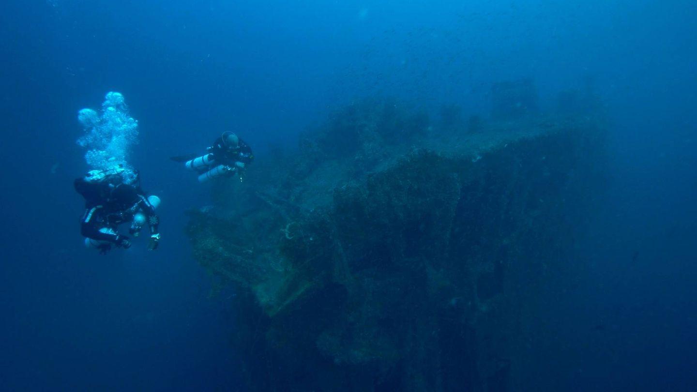 Los buzos de 'Hundidos' durante una inmersión. (Zona Mixta)