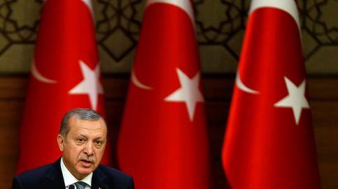 Turquía cierra más de 100 medios de comunicación por vínculos golpistas