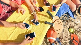 Van a decirte qué debes hacer y qué no con tu móvil en vacaciones. No hagas caso