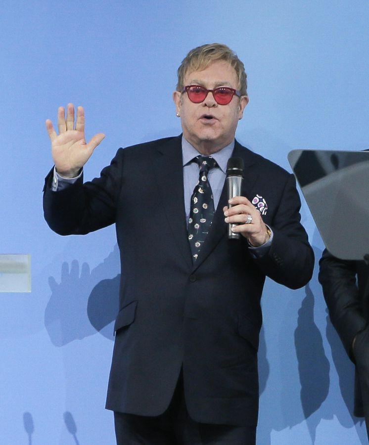 Foto: Elton John durante su viaje a Ucrania (Gtres)