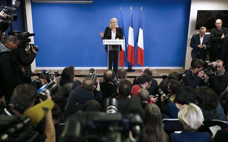 Foto: La presidenta del Frente Nacional, Marine Le Pen, en rueda de prensa tras conocer los resultados electorales (Efe).