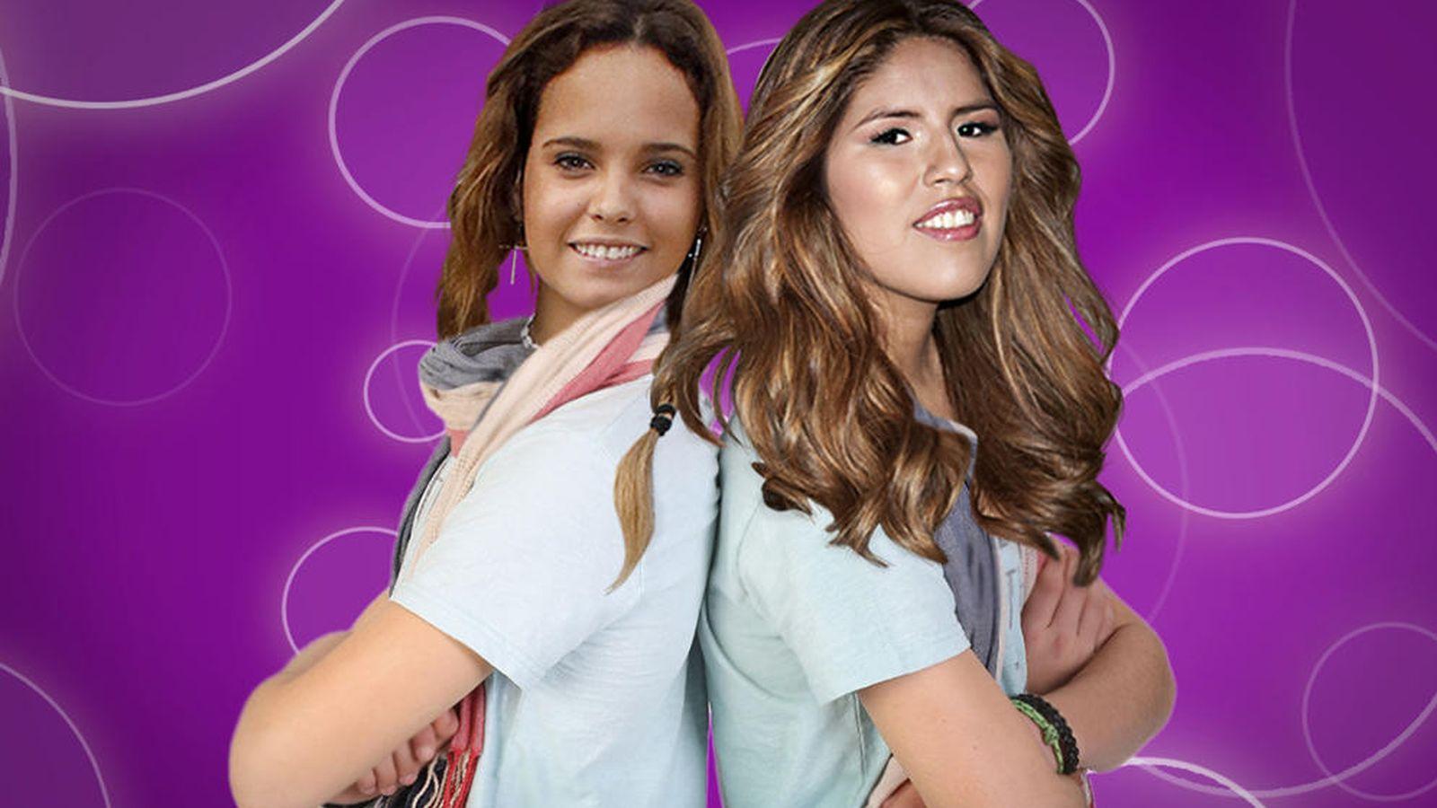 Foto: Gloria Camila e Isabel Pantoja caracterizada como los Gemeliers.