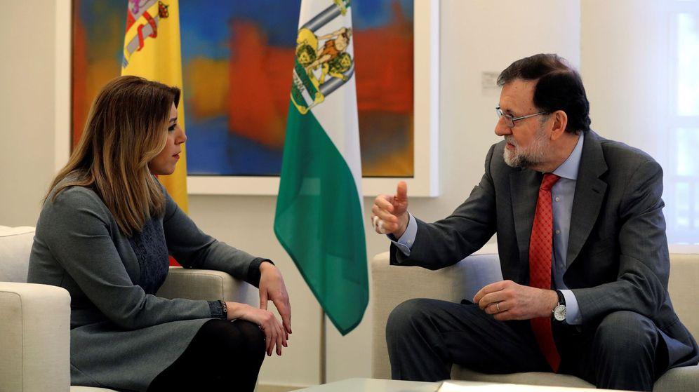 Foto: El presidente del Gobierno, Mariano Rajoy, durante la reunión en el Palacio de la Moncloa con la presidenta de la Junta de Andalucía, Susana Díaz. (EFE)