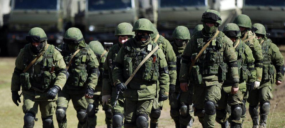 Foto: Presuntos soldados rusos instalan un campamento a las afueras de Simferópol, capital de Crimea (Reuters).