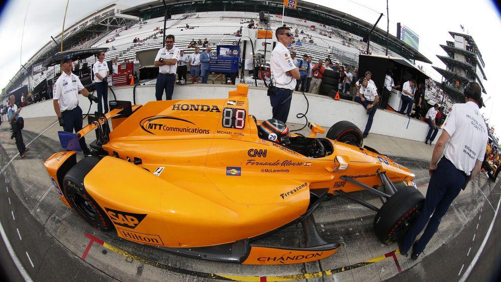 Foto: Fernando Alonso busca meterse entre los nueve primeros de la parrilla de Indianápolis. (Reuters)
