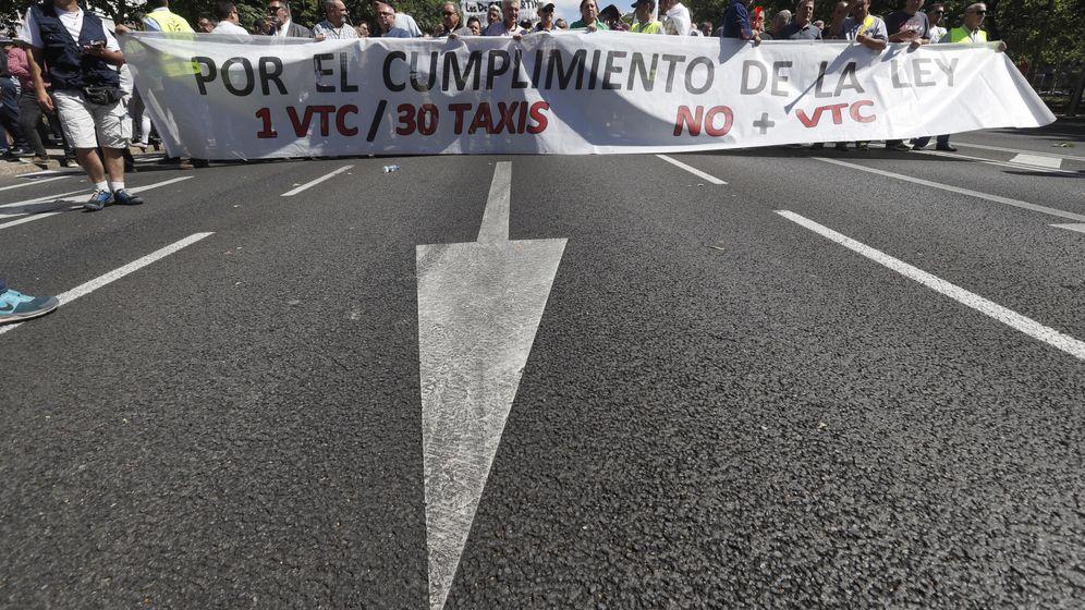 Foto: Manifestación en Madrid con motivo de la huelga convocada por la Asociación Gremial de Auto Taxi el pasado 29 de junio. (EFE)