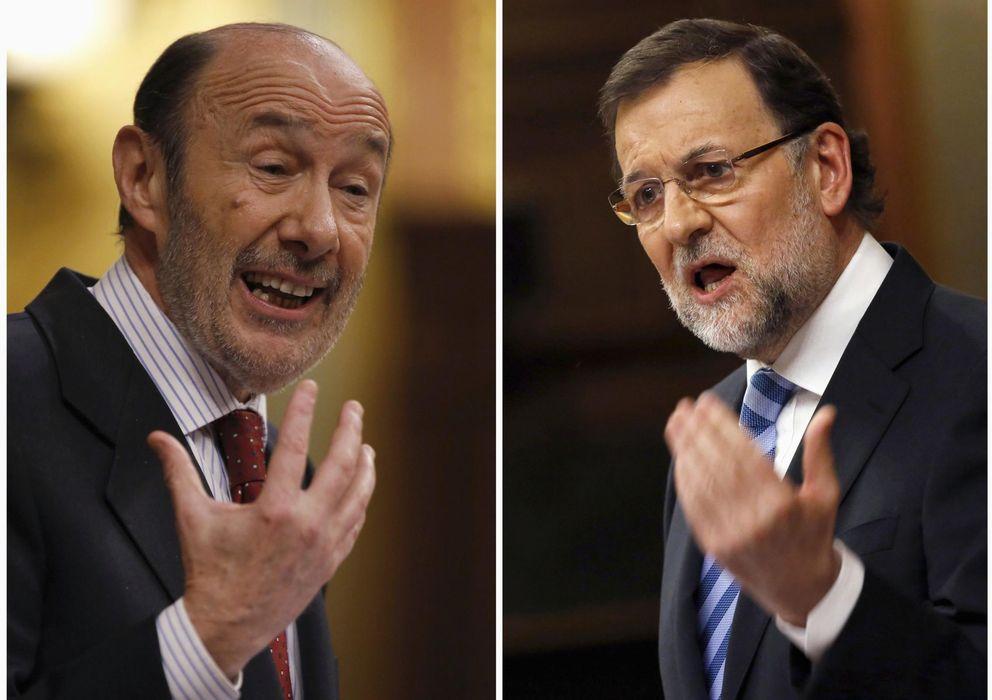 Foto: Combo de imágenes de las intervenciones del presidente del Gobierno, Mariano Rajoy (d), y del secretario general del PSOE, Alfredo Pérez Rubalcaba. (Reuters)
