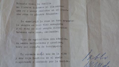 Un poema de Neruda en una mudanza: hallan su soneto 'Sangre de toro' firmado