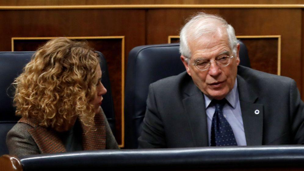 Foto: Meritxell Batet y Josep Borrell en el Congreso. (EFE)