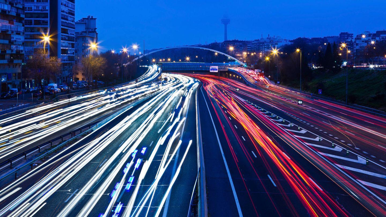 Tránsito de vehículos en la M30 de Madrid (EFE)