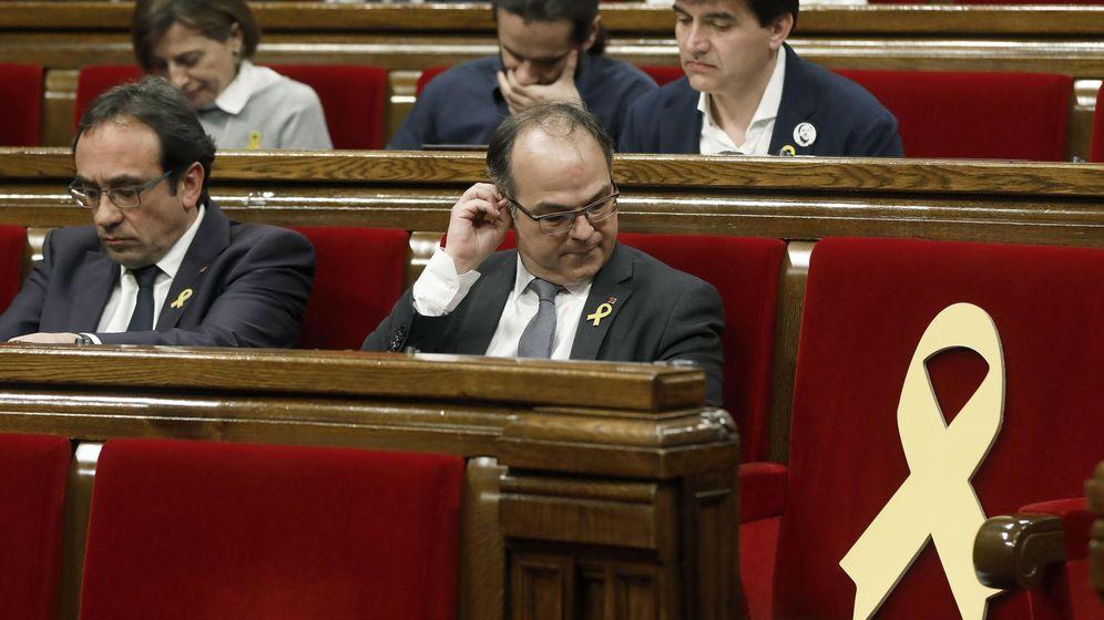 Foto: El diputado de Junts per Catalunya Josep Rull (i), junto al candidato a la presidencia de la Generalitat, Jordi Turull. (EFE)