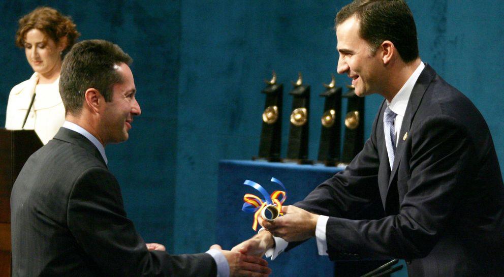 Foto: Juan Ignacio Cirac recibe el premio Príncipe de Asturias en 2006 (Reuters)