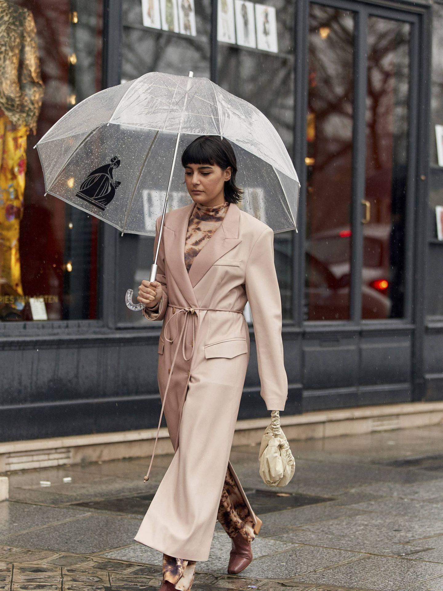 Un abrigo bicolor en tonos rosas. (Imaxtree)