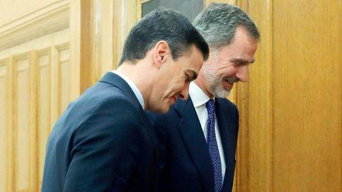 Pedro Sánchez mata a besos a Felipe VI