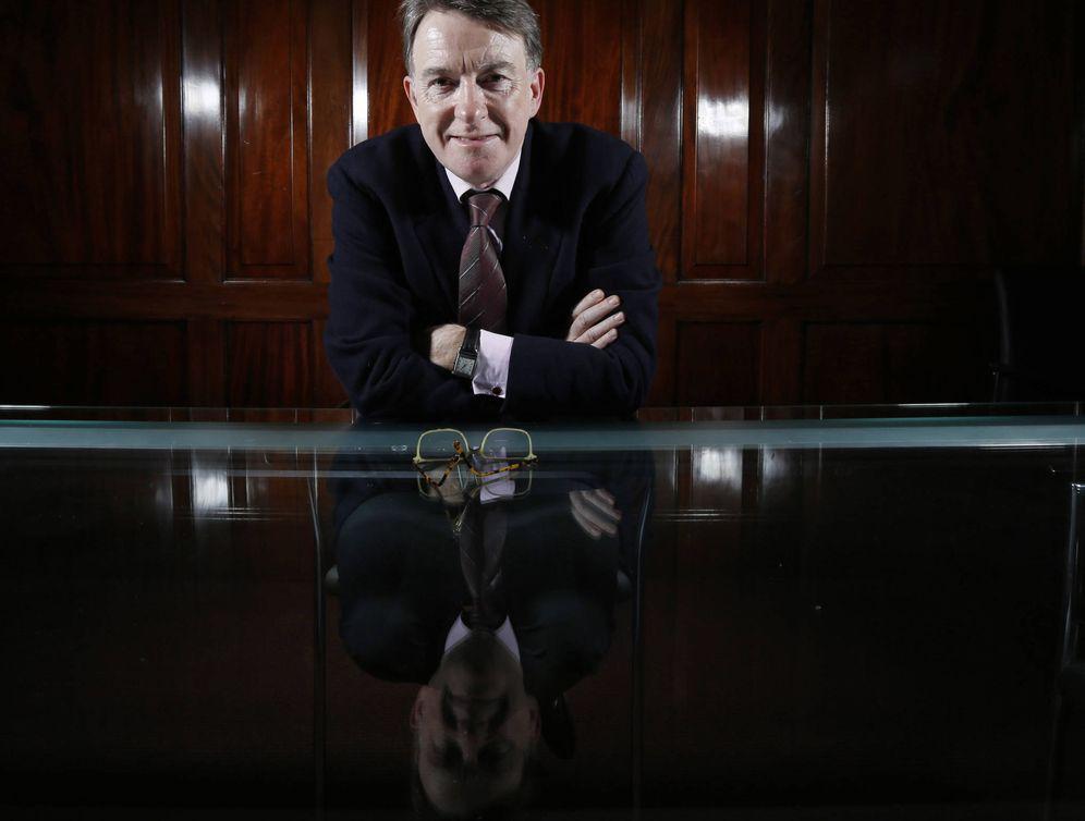 Foto: Peter Mandelson posa para una fotografía durante una entrevista con la agencia Reuters, en Londres. (Reuters)