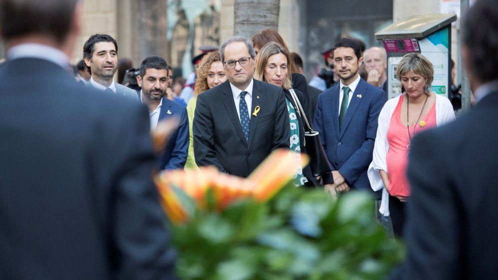 Foto: El presidente de la Generalitat, Quim Torra, encabeza la ofrenda floral del Govern al monumento a Rafael Casanova en Barcelona con motivo de la Diada. (EFE)