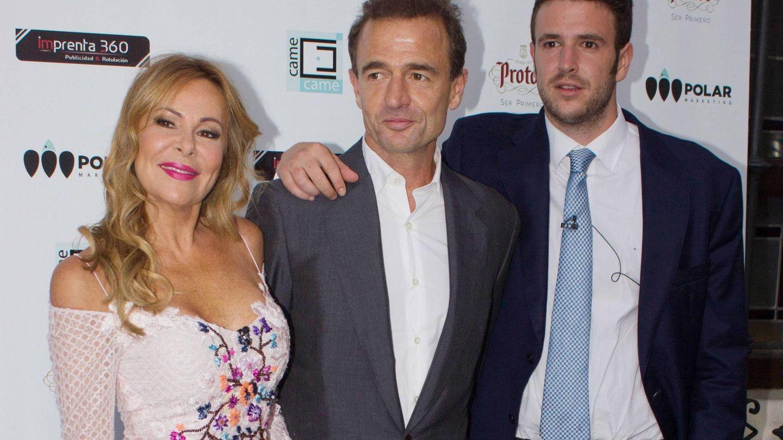 Ana Obregón y Alessandro Lequio, junto a Álex. (Cordon Press)