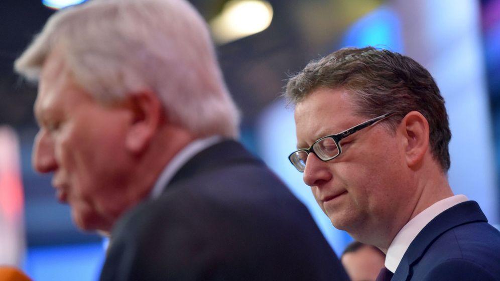 Foto: El primer ministro de Hesse, Volker Bouffier, de la CDU, y el socialdemócrata Thorsten Schäfer-Gümbel, en Wiesbaden, el 28 de octubre de 2018. (Reuters)