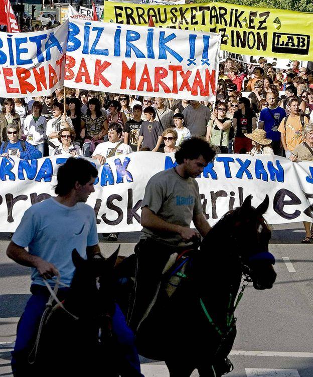 Foto: Manifestación contra la planta de quema de residuos de Zubieta. (EFE)