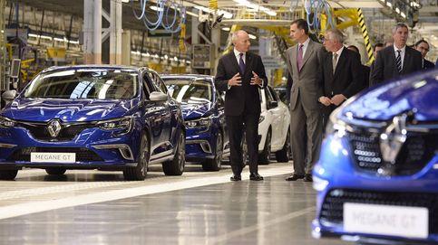 El Rey Felipe VI visita la fábrica de Renault en Palencia que inauguró su padre en 1978