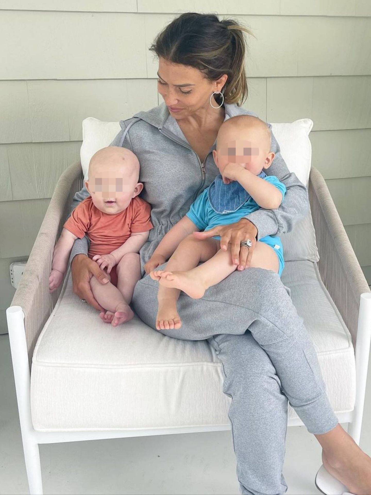 Hilaria con Edu y Marilu, sus bebés arcoíris. (Instagram @hilariabaldwin)