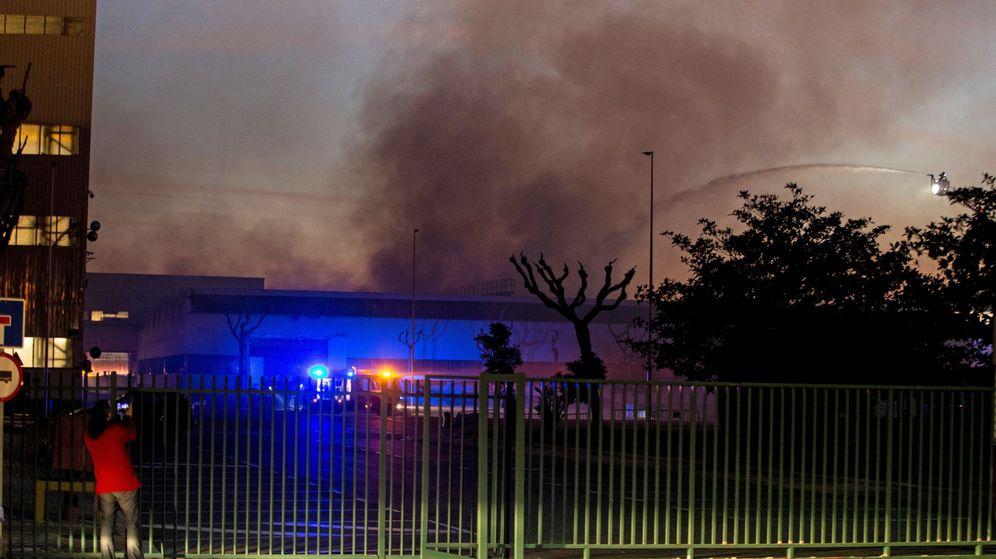 Foto: Un incendio afecta al museo de Seat de Barcelona. (EFE)
