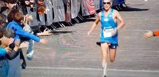 Post de El descuido 'aerodinámico' de este maratoniano al cruzar la meta