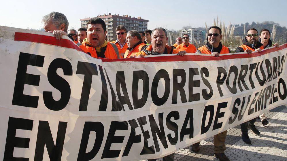 Foto: Los estibadores, en pie de guerra por la reforma que liberalizará su sector. (EFE)