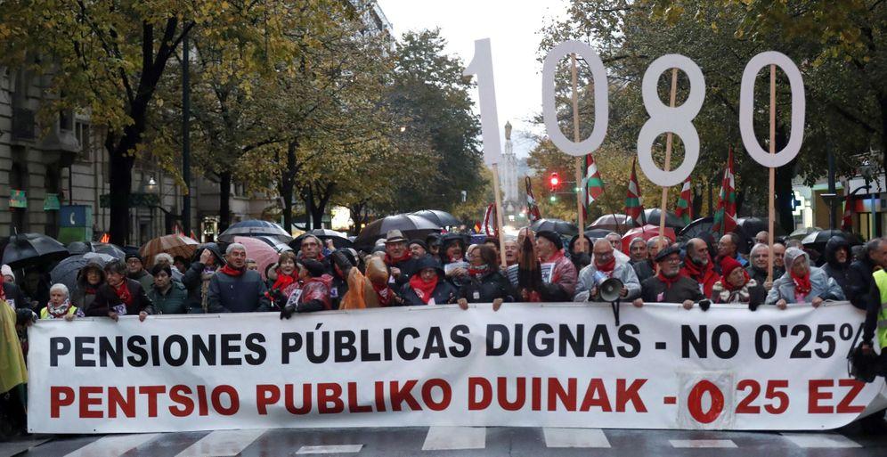 Foto: Manifestación del Movimiento de Pensionistas Vascos en Bilbao el pasado 16 de noviembre. (EFE)