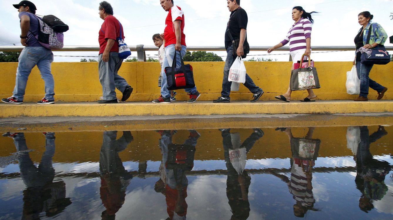 Foto: Miles de venezolanos cruzan la frontera de Colombia para comprar comida y alimentos