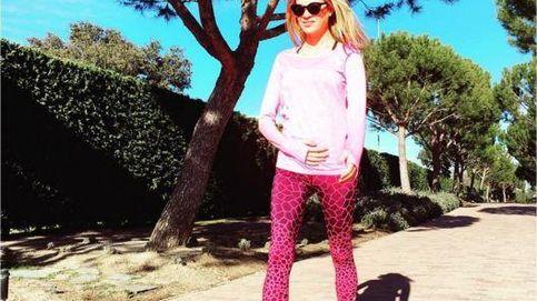 Carla Pereyra se toca la tripita para confirmar su embarazo