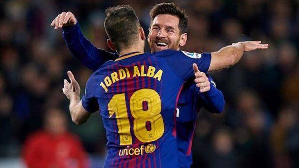 Foto: Los jugadores del FC Barcelona Leo Messi y Jordi Alba celebran un gol. (EFE)