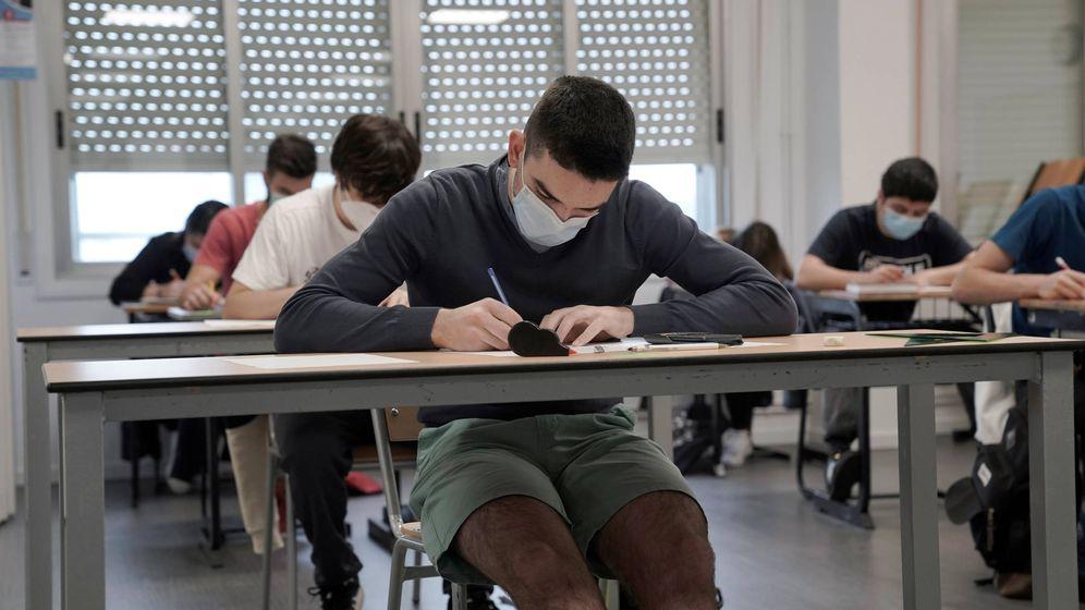 Foto: Estudiantes de País Vasco, la primera región que abrió sus centros a los alumnos. (Reuters)
