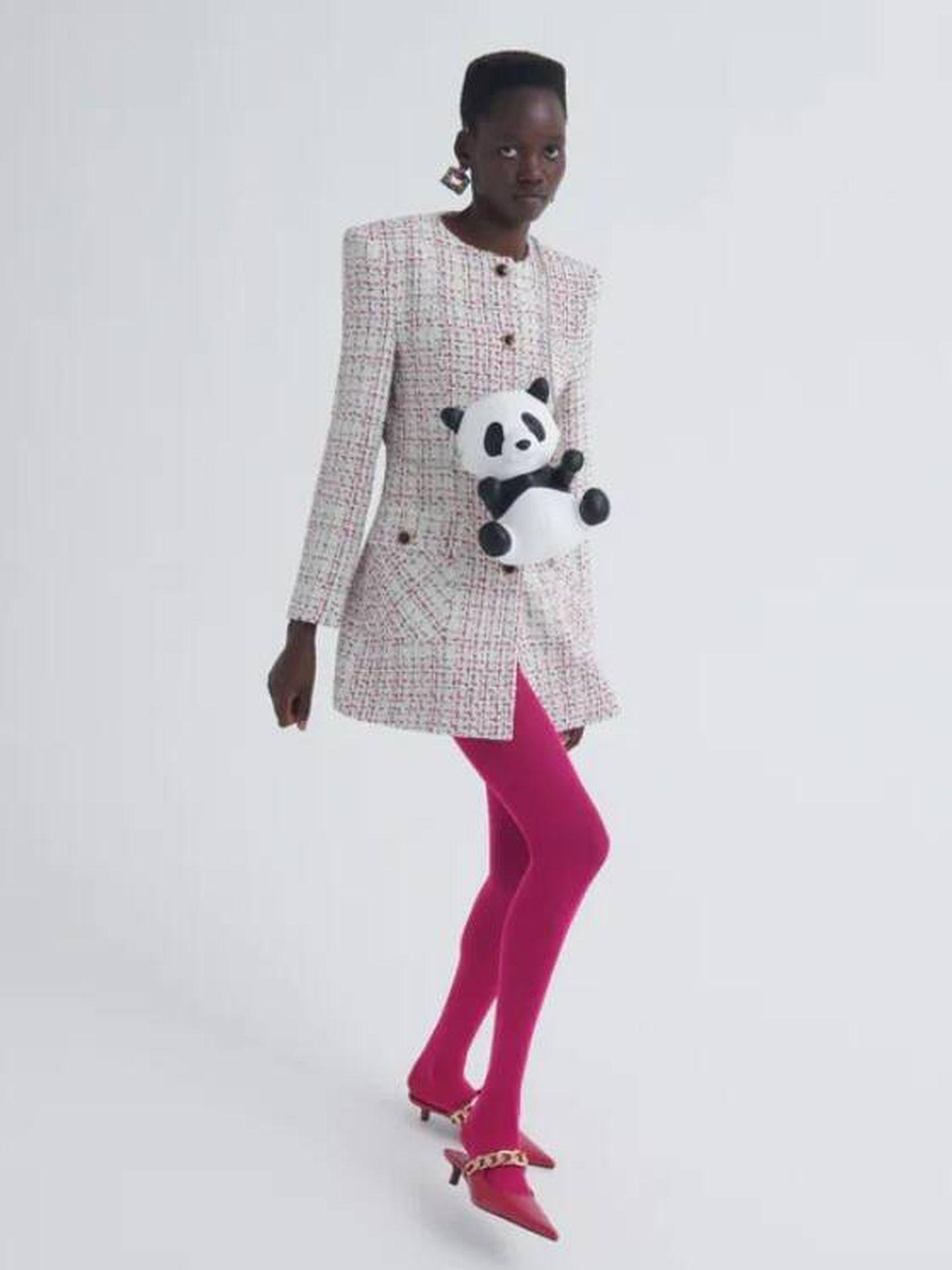 Un abrigo de tweed de Zara. (Cortesía)