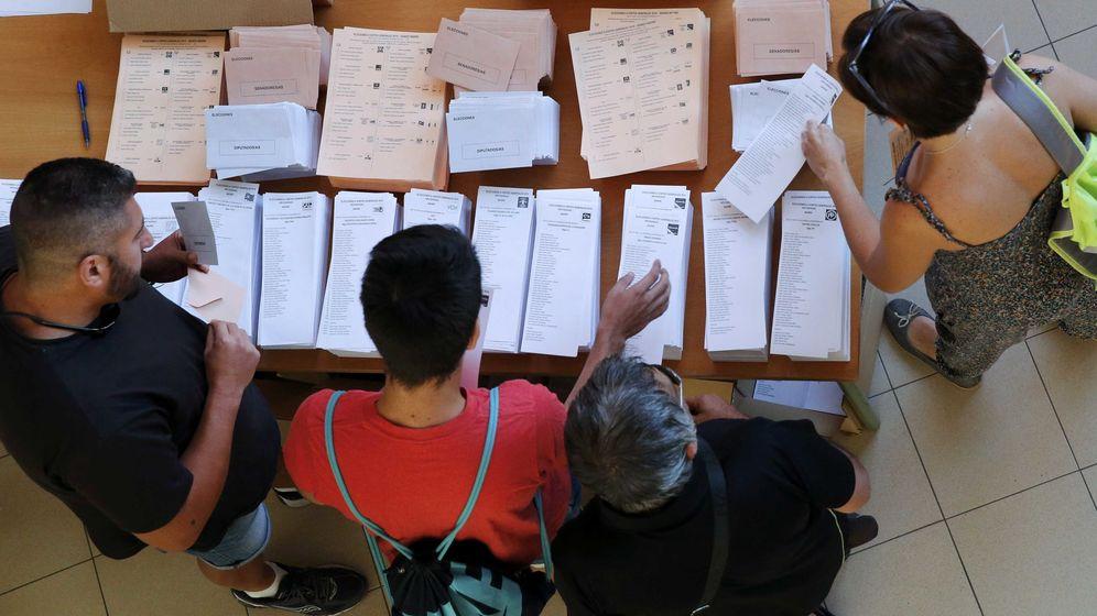 Foto: Un colegio electoral durante la jornada del 26-J. (Reuters)