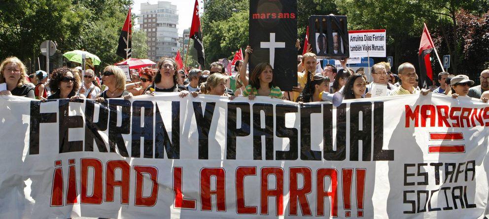 Foto: rabajadores de Viajes Marsans se manifestaron ante la sede de la CEOE en julio de 2010. (EFE)