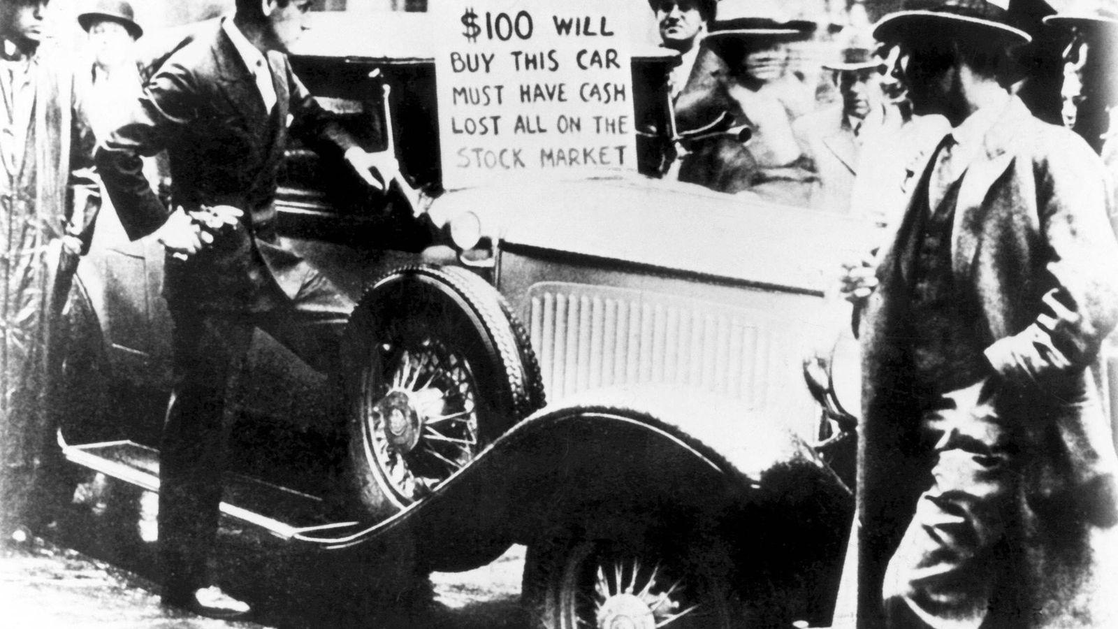 Foto: Fotografía de 1929 en la que se observa cómo el dueño de este automóvil lo ofrece por dinero en efectivo, ya que había perdido todo su capital en la bolsa de valores de Nueva York