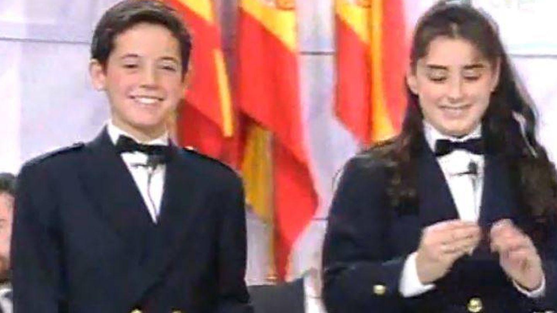 Javier Pereira, junto a su compañera mientras cantaba el Gordo.
