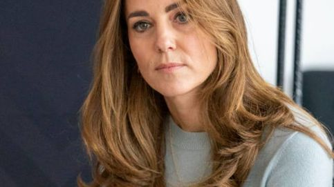 Kate, en shock por un asesinato, se mezcla con el público y desafía a la policía