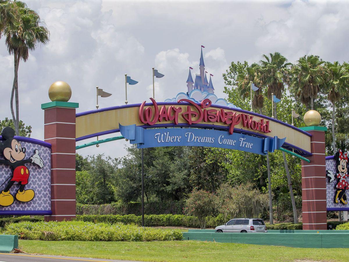 Foto: Disney despide a 28.000 de sus trabajadores por la pandemia del covid-19. (EFE)