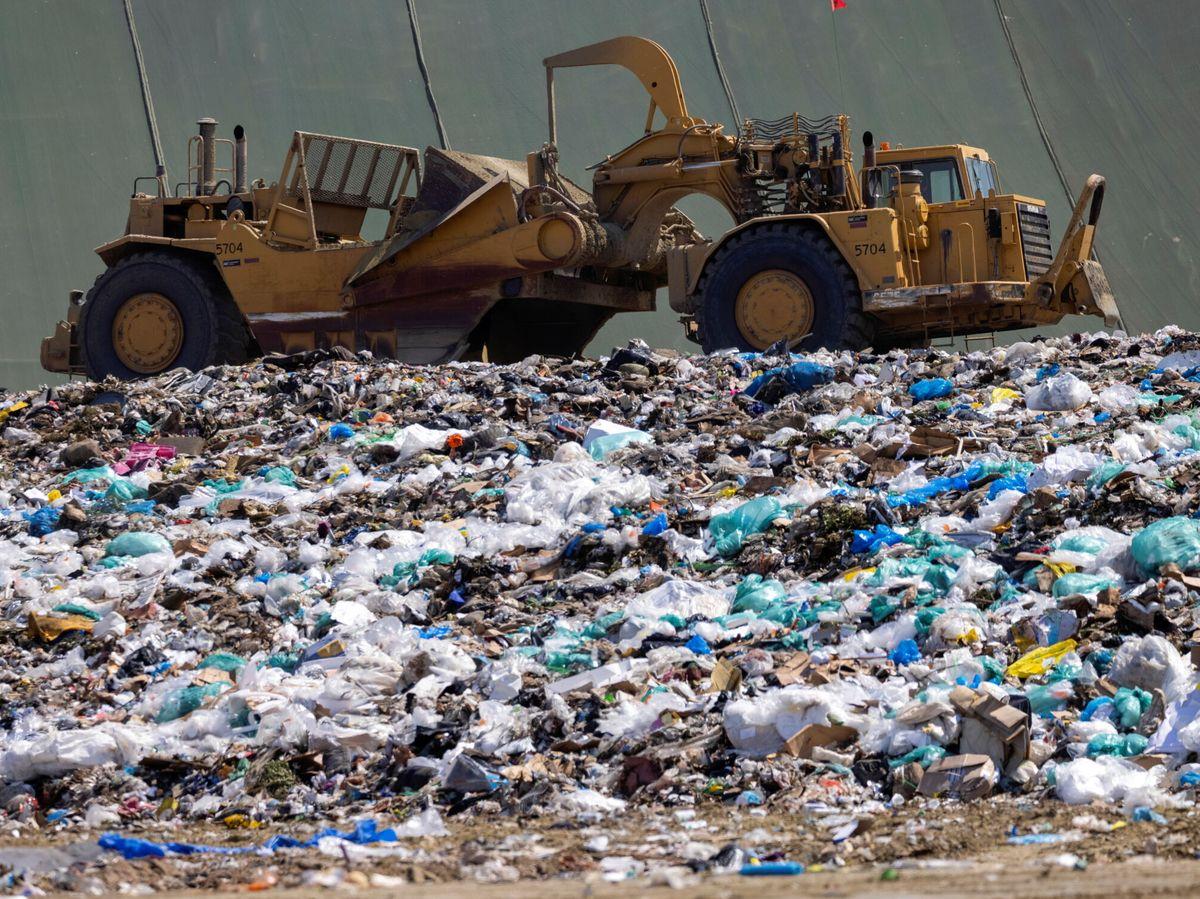 Foto: La gestión de residuos para lograr su circularidad y que no acaben en vertederos sigue siendo un punto a mejorar. Reuters