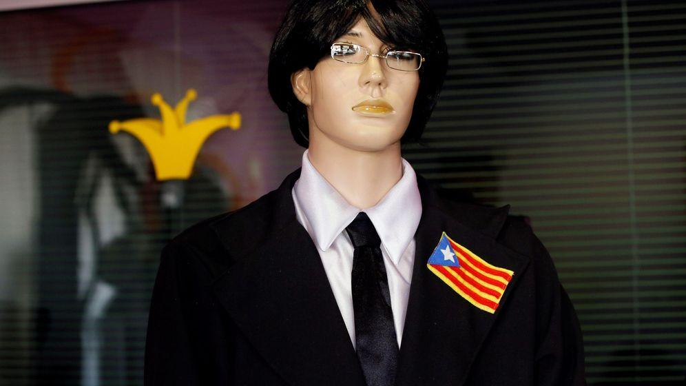 Foto: Un maniquí ataviado con un disfraz de Carles Puigdemont. (EFE)