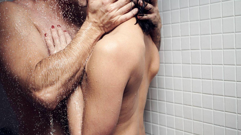 Un médico explica cuál es la postura sexual más peligrosa para el hombre